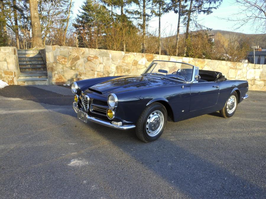 Alfa Romeo 2600 Spider by Carrozzeria Touring