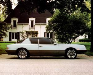 1987 Avanti Luxury Sports Coupe