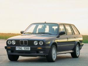 BMW 325iX Touring 1988 года