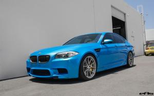 BMW M5 Pearlescent Bahama Blue by EAS 2016 года