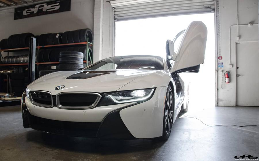 BMW i8 in White by EAS