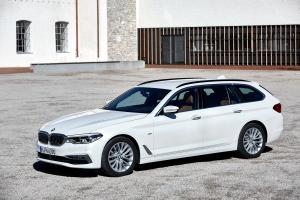 BMW 520d Touring Luxury Line 2017 года (WW)