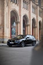 BMW 330e xDrive Touring 2019 года