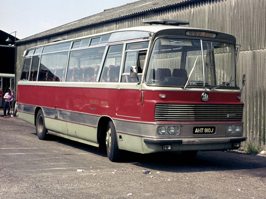 Bedford YRQ Duple Viceroy Express (C45F) (UK) '1966