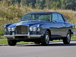 Bentley Corniche Saloon 1971 года