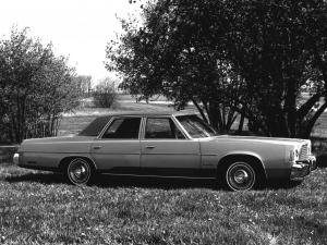 Chrysler Newport Custom Sedan 1975 года