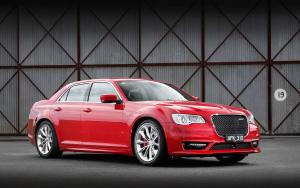 Chrysler 300 SRT 2015 года