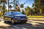 Chrysler Pacifica Hybrid Limited 2016 года