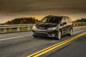 Chrysler Pacifica Touring-L Plus 2016 года
