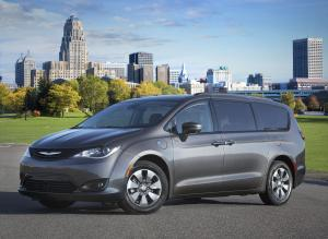 Chrysler Pacifica Hybrid Appearance Package 2018 года