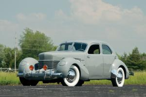 Cord 812 Supercharged Beverly Sedan Bustlback 1937 года