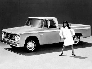 Dodge D100 Sweptline Pickup 1967 года