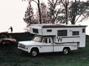 Dodge D100 Sweptline Winnebago Camper 1970 года