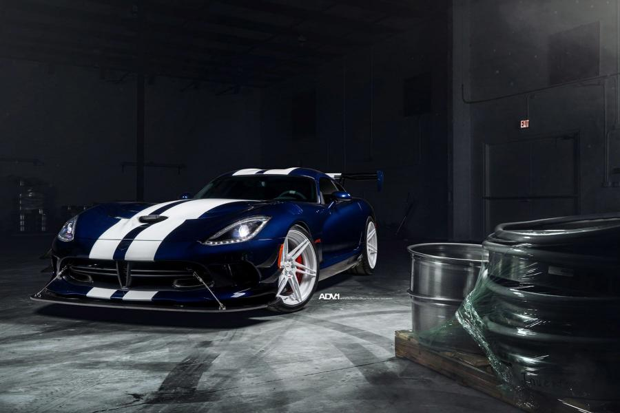 Dodge Viper ACR on ADV.1 Wheels (ADV06R M.V2 CS)