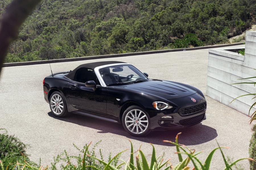 2016 Fiat 124 Spider Lusso (NA)