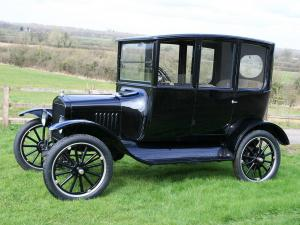 1915 Ford Model T Center Door Sedan