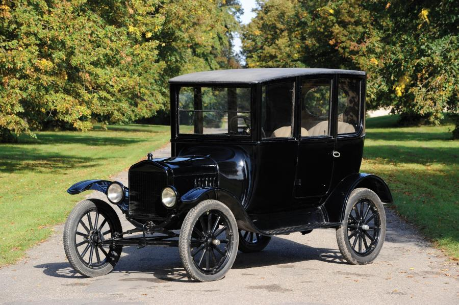 1923 Ford Model T Centre-Door Sedan