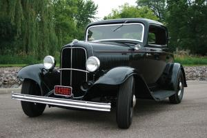 1932 Ford DeLuxe 3-Window Coupe