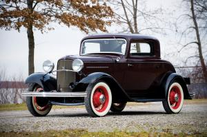 1932 Ford Model 18 DeLuxe 3-Window Coupe