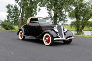 1934 Ford V8 Deluxe Cabriolet