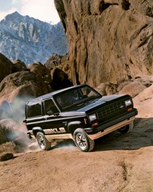 Ford Bronco II XLS 1984 года