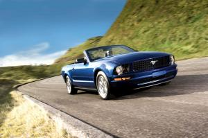 Ford Mustang Convertible 2005 года