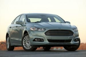 Ford Fusion Hybrid SE 2013 года