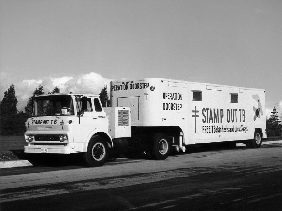 GMC L4000 4x2 Tilt Cab Operation Truck 1967 года выпуска