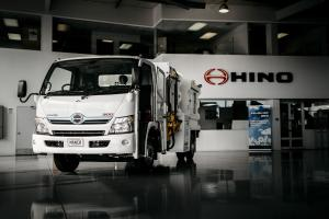Hino 300-915 Hybrid MANCO Food Waste Kerbside Collector 2015 года