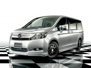 2010 Honda StepWGN by Modulo