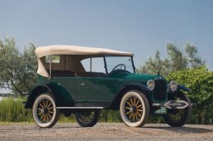 1922 Hupmobile Model R 5-Passenger Touring