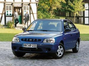 2000 Hyundai Accent 5-Door