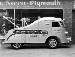 1937 International-Harvester D-300 Streamliner Tow Truck