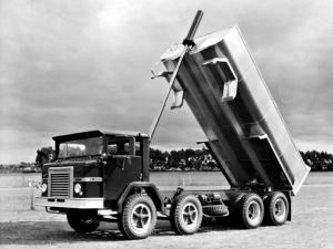 International ACCO 8x4 Tipper 1968 года