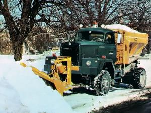 International M-Series Snow Plow Truck 1970 года