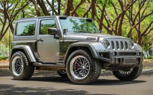 Jeep Wrangler Rubicon X Work on Vossen Wheels (VWS-2)