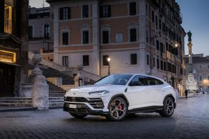 2018 Lamborghini Urus Shiny Black Package