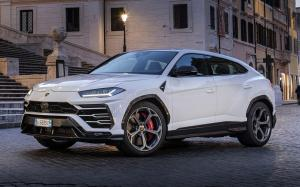 Lamborghini Urus Shiny Black Package