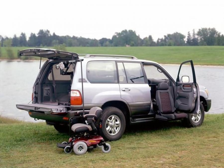 Lexus LX470 Personal Chair Cab '2001