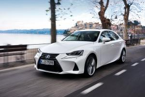 Lexus IS300h 2016 года