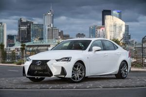 2016 Lexus IS300h F-Sport
