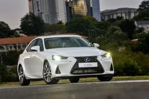 Lexus IS300h 2018 года
