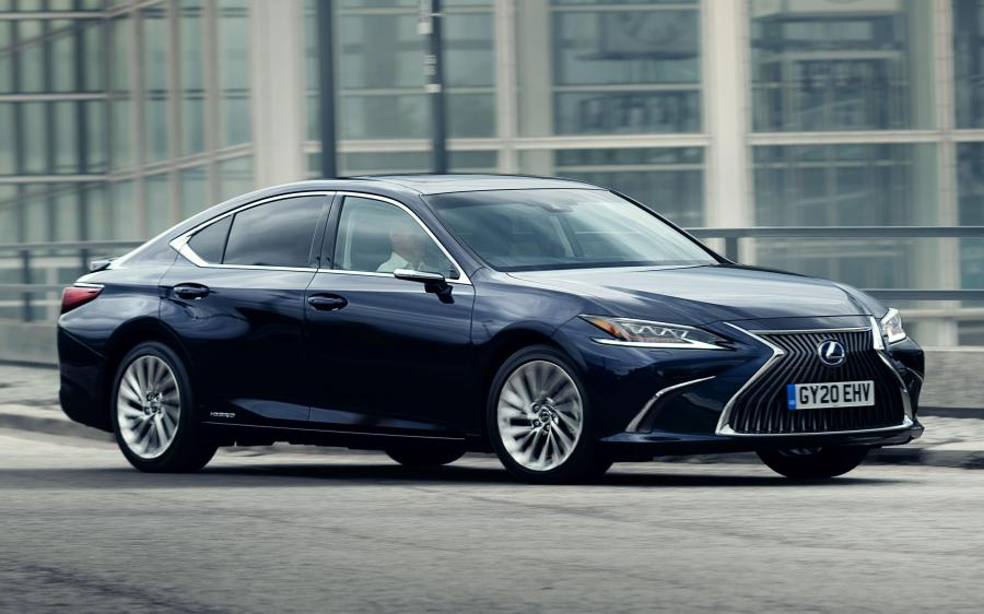 Lexus ES300h with Digital Door Monitors (UK) '2020