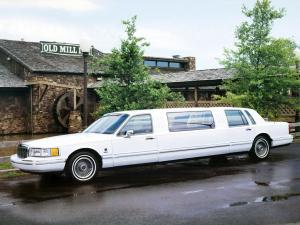 1991 Lincoln Town Car 85 J Limousine by Federal Coach