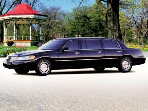 2000 Lincoln Town Car Premier Limousine by Miller-Meteor
