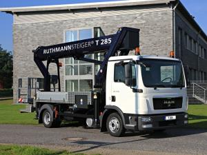 2008 MAN TGL 7.150 Lift Platform