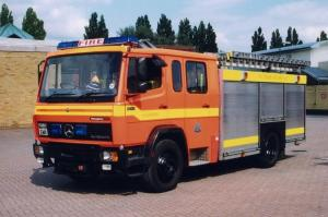 Mercedes-Benz LN 1124 E-ONE Water Ladder and Rescue 1995 года (UK)
