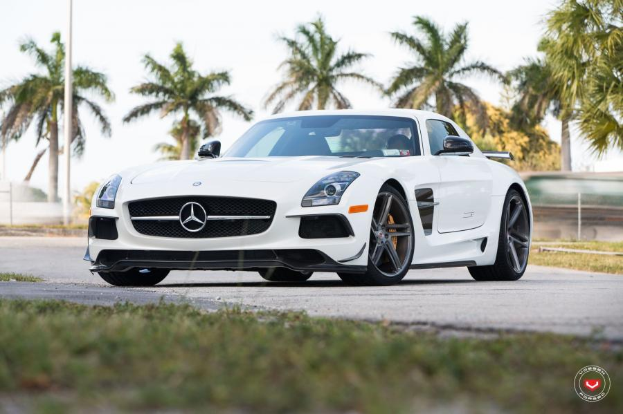 Mercedes-Benz SLS63 AMG on Vossen Wheels (VPS-302T)
