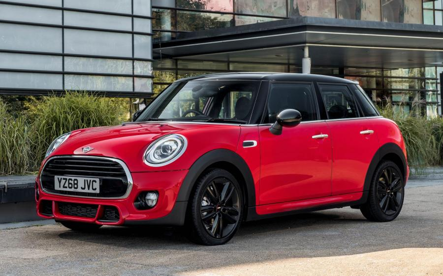 2019 Mini Cooper 5-Door John Cooper Works Package (UK)