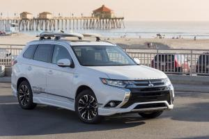 2017 Mitsubishi Outlander GT PHEV Exterior Package